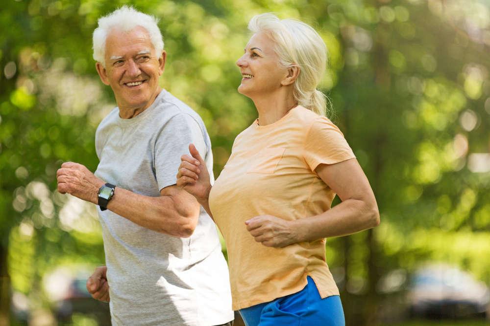 9 hábitos saludables para adultos mayores activos